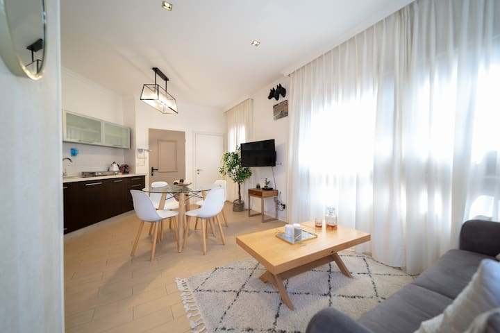 Deluxe 2BR Amazing- 3 min from the beach-YalaRent