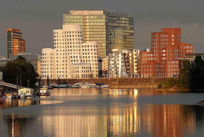Düsseldorf Medienhafen - modernes Apartment