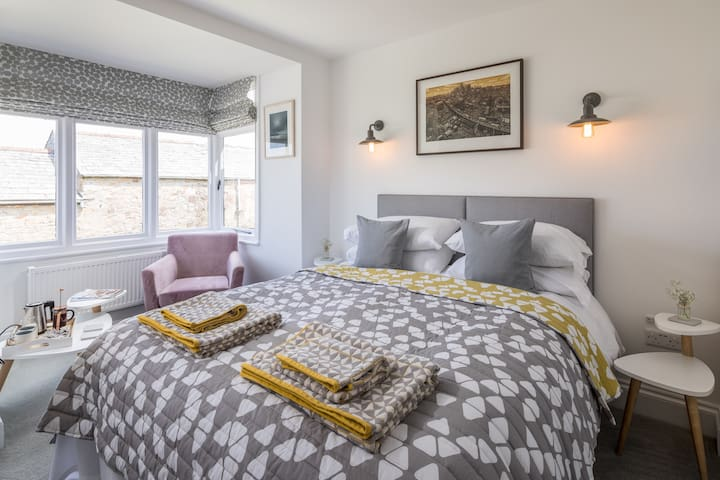 Stylish room in idyllic house, Newquay Cornwall