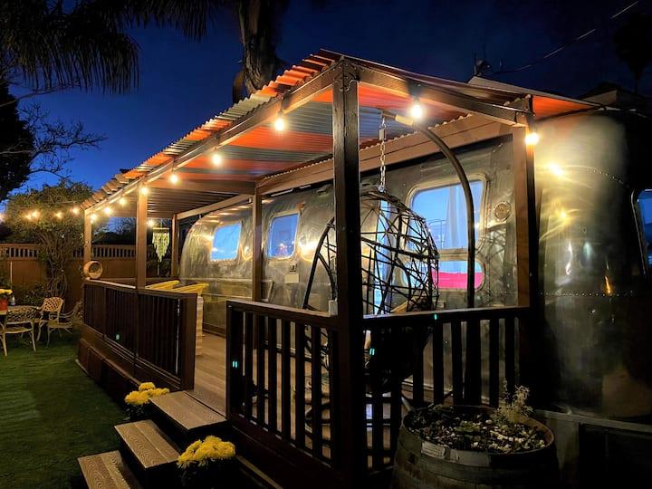 Modern Airstream w/backyard oasis (Willow Glen)