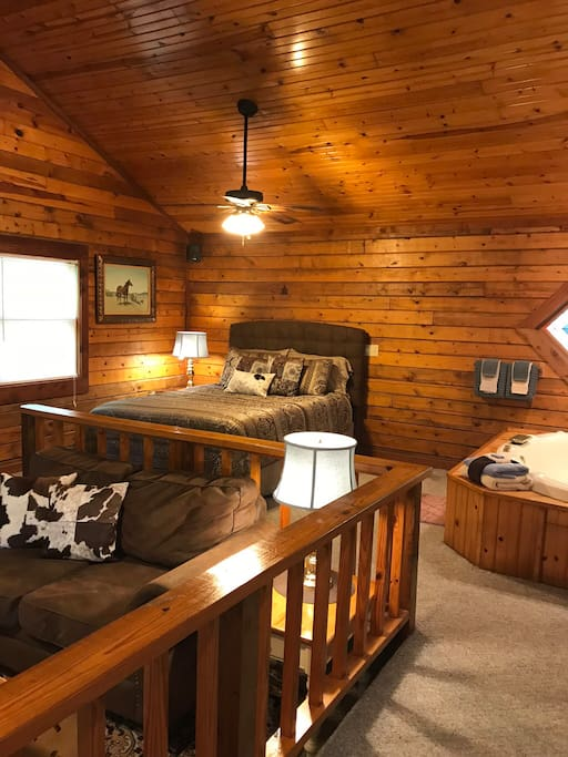 Cabin 3, Double Wedding Ring Vaulted ceilings