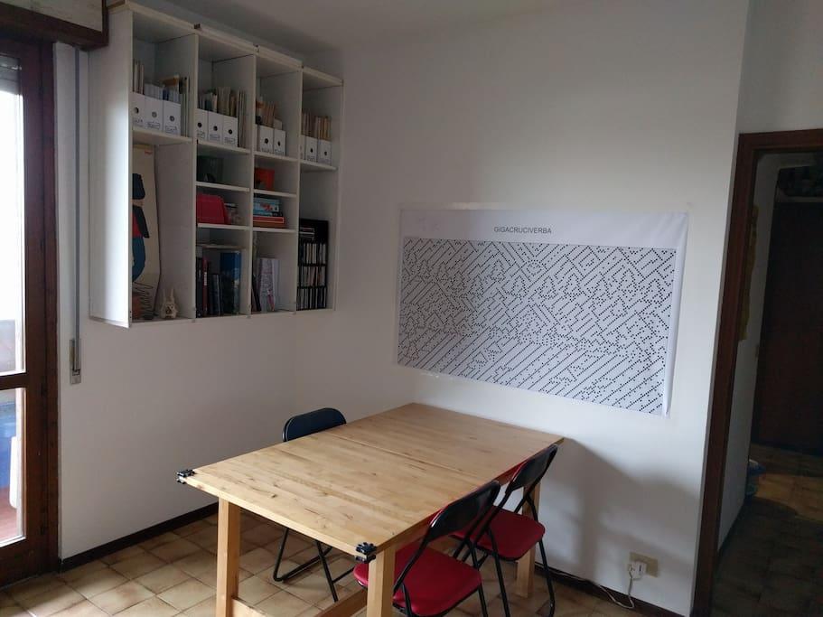 Il soggiorno con il cruciverba - The living room with the crosswords puzzle