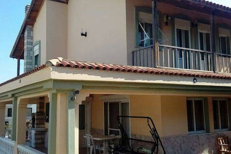 Bahceli 3 oda 2 banyo genis balkon butun ev sizin - Çeşme - Villa