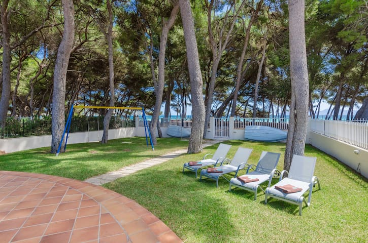 YourHouse Ginesta 13, modern apartment with direct beach access for 6
