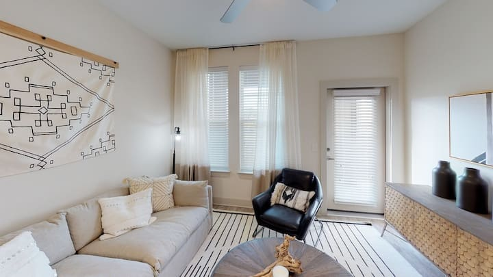 Luxury Furnished 2 Bedroom 2 Bath Apartment w/WIFI