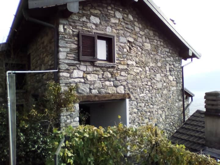Tranquillo Bilocale a 500 sul lago di Como