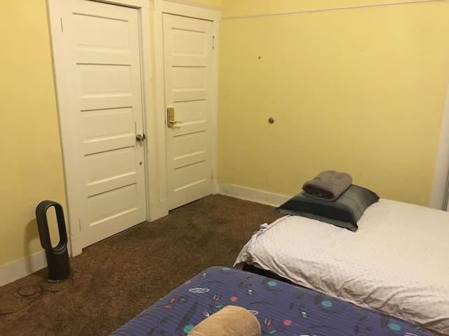 Private Room near Galen Center USC - 2 Beds for 4