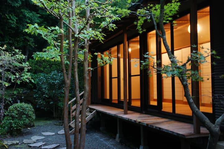 箱根貸切別荘 プライベート温泉付き 本格的和風建築と庭園