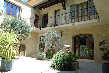 Superbe maison de village en pierre avec jacuzzi - Saint-Hilaire-d'Ozilhan