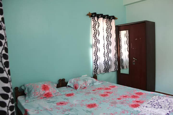 Cosy Homestay in the heart of Siolim near creek