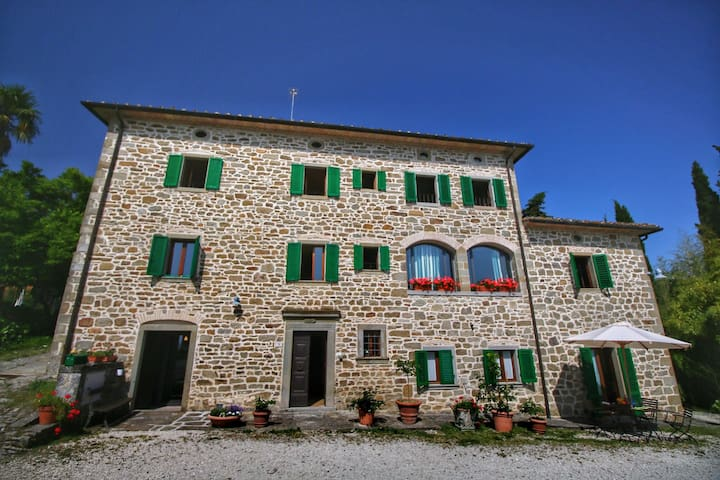 Apartment in old farmhouse with authentic atmosphere in property with swimming pool.