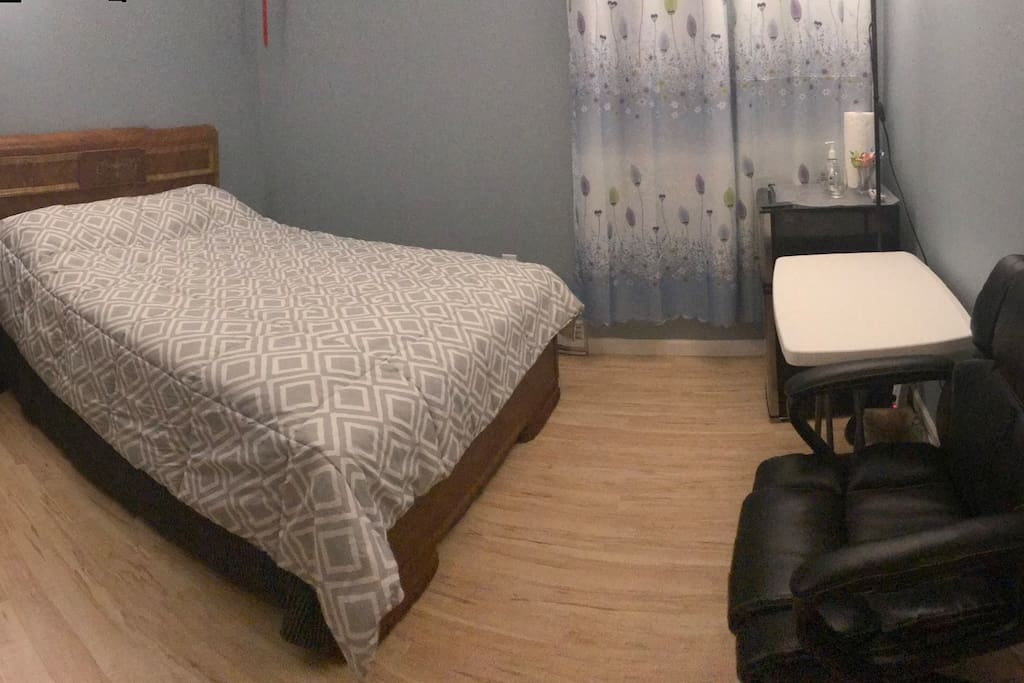 Spacious room with full size bed. Fresh sheets!  tables,chair, fridge and   closet ready to use. Free high speed wifi available.