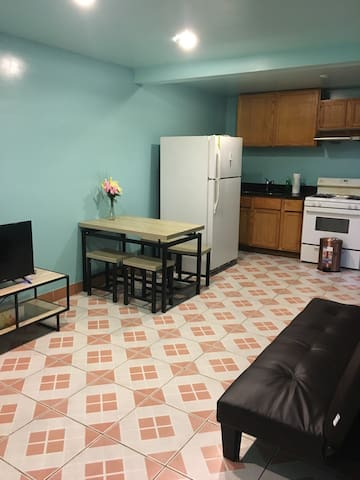 2 bedroom apartment near Chinatown