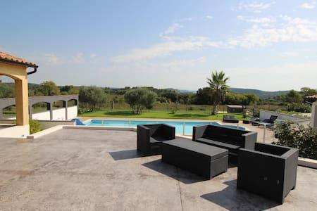 Notre villa à 2 pas du Pont Du Gard - Lédenon - 别墅