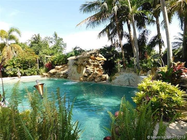 Tropical Paradise - Long Term Homebase