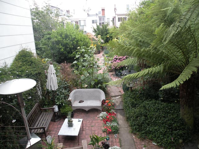 Private Entrance Garden Room w/Kitchenette