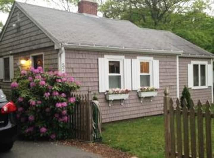 Cute Cottage near Craigville Beach - pass included