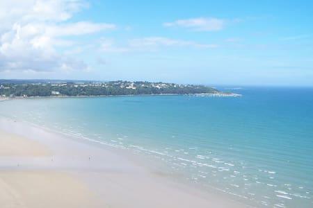 Maison 10 minutes de la mer/plages. - Plouzélambre - Rumah