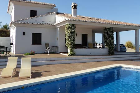 Villa with Private Pool in spectacular mountains. - Sedella - Hus