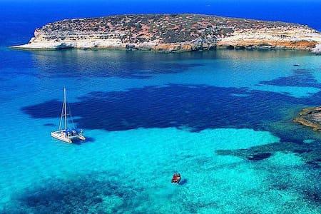 Nel blu dipinto di blu... - Lampedusa e Linosa