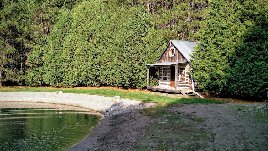 Spectacular cabin setting in the woods - Caledon - Zomerhuis/Cottage