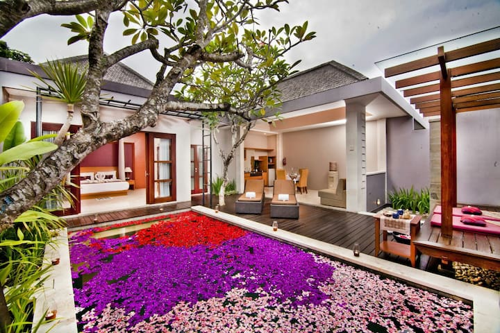 AMAZING HONEYMOON VILLA AT SEMINYAK - Denpasar - House