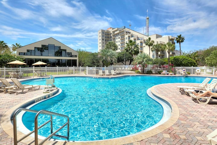 Close to Universal Orlando! | Modest Suite + Shuttle to Disney World