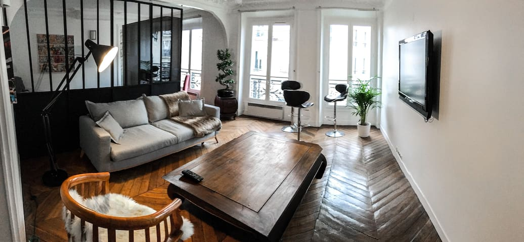 Large room in beautiful apartment, central Paris