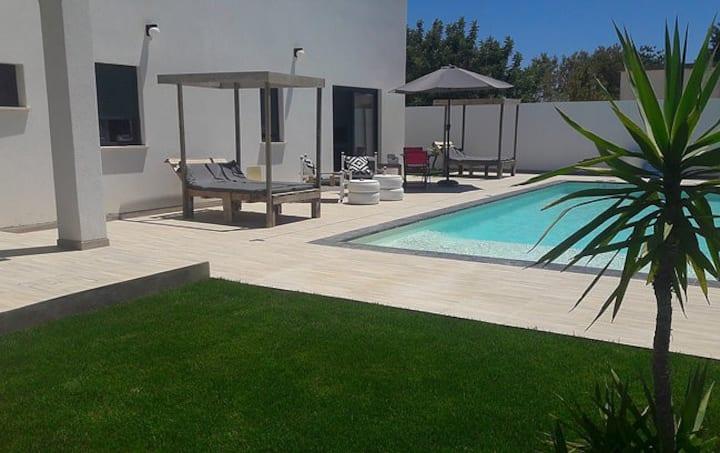 Superbe apt dans villa piscine & terrasse& jardin
