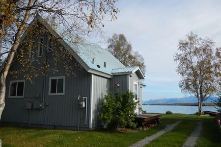 Lakehouse; 850sqft A frame w/ VIEW - Wasilla - Ház