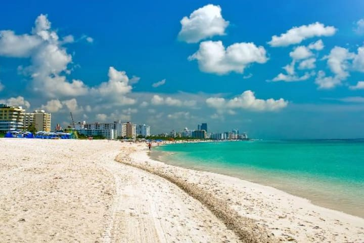 PERFECT OCEAN FRONT BEACH GETAWAY ~ MIAMI BEACH