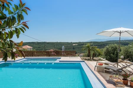 3bdrm villa with nice views & a lovely pool area - Spilia
