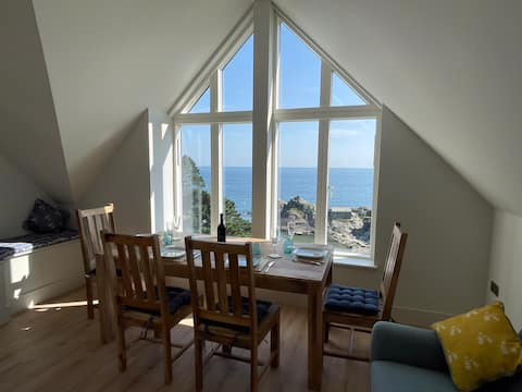 Crow's Nest - An Apartment with STUNNING Sea Views