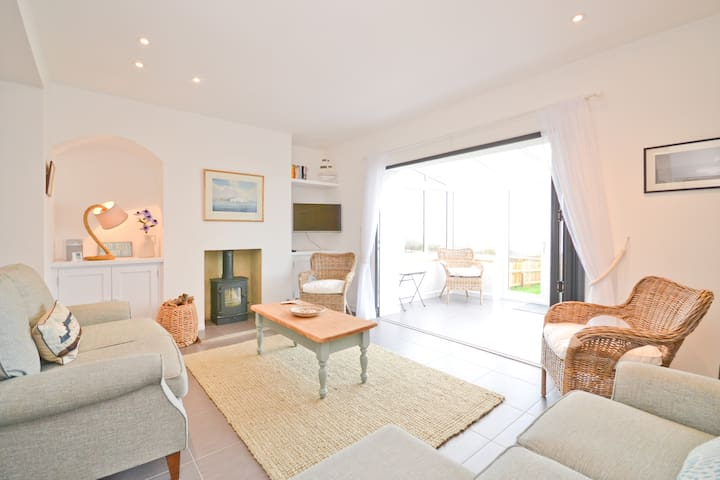 Coastguard Cottage, Brook, Isle of Wight - Brook - Rumah
