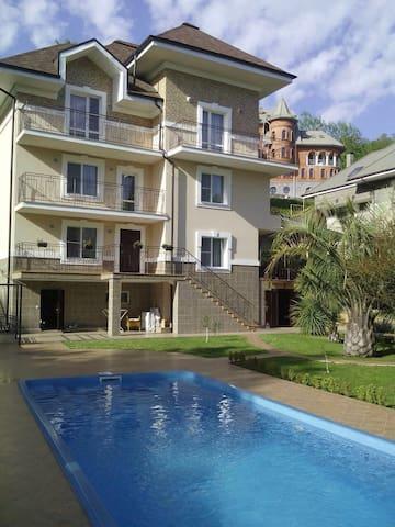 Cozy beautiful house nearby the sea - Khosta - Rumah