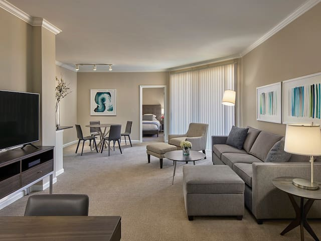 1 BD, Footsteps from Train, Near Newark Airport