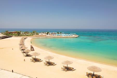 Beach front Appt, red sea, Sun bath 10 months/yr