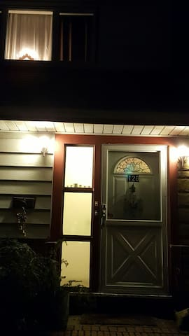 COZY/CLEAN/ COMFORTABLE  2BR Apt Pkg Near NYC LIRR - Hicksville - Apartment