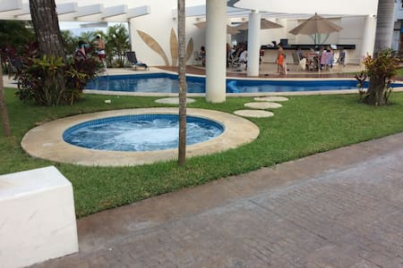 Beautiful house w/pool, A/C and 2 private rooms! - Cancún - House