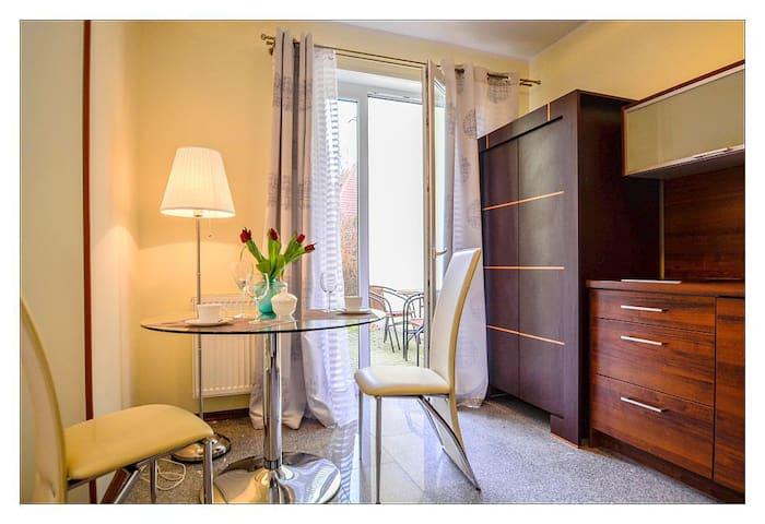 Komandorska - apartament dla pary na parterze