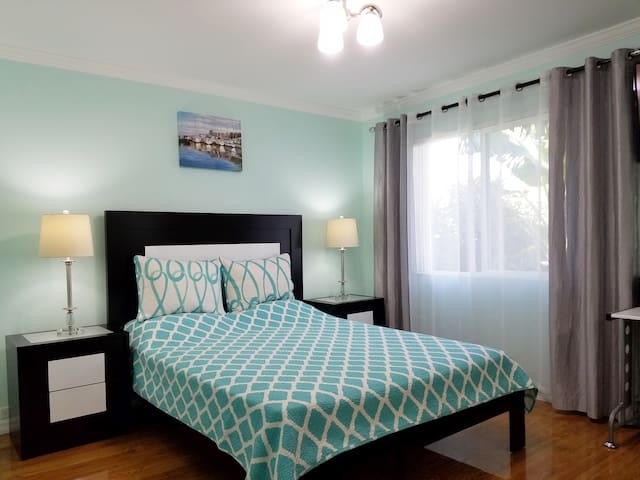 Clean & Beautiful Room with Private Bathroom!!! - Los Angeles - Casa adossada