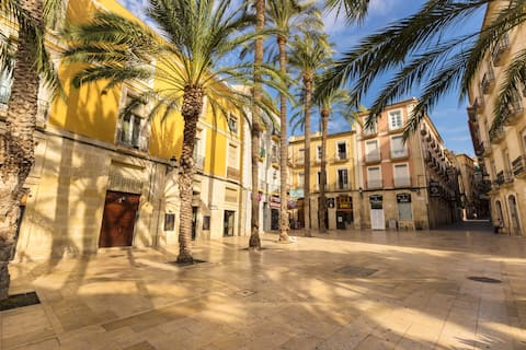 Nice Flat Alicante Center - 5 Minutes from Beach