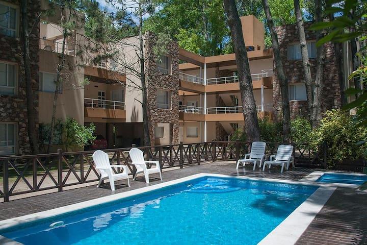 Amplio departamento en duplex con servicios - Mar de las Pampas - Apartment