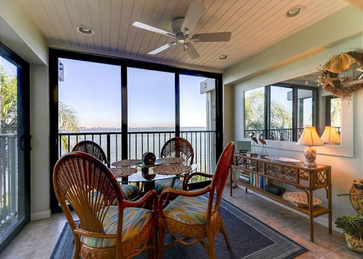 Mariner Pointe #1022: Amazing Bayfront View!