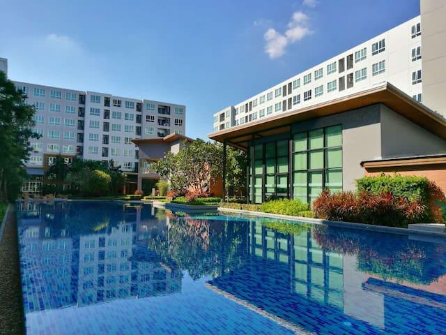 D condo40平米大一居 靠近购物中心 正面泳池景观房 4K55寸高清电视免费Netflix会员