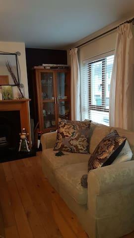 Single bedroom near public transport in dublin 16