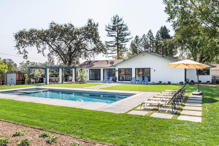 Stunning home PERFECT for your Sonoma getaway!