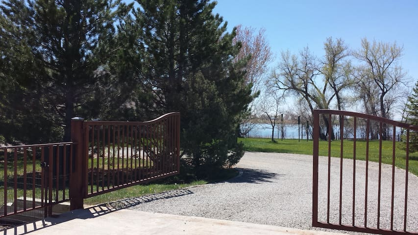 Idyllic Country Lake Guest House Central Location! - Mead - Hus