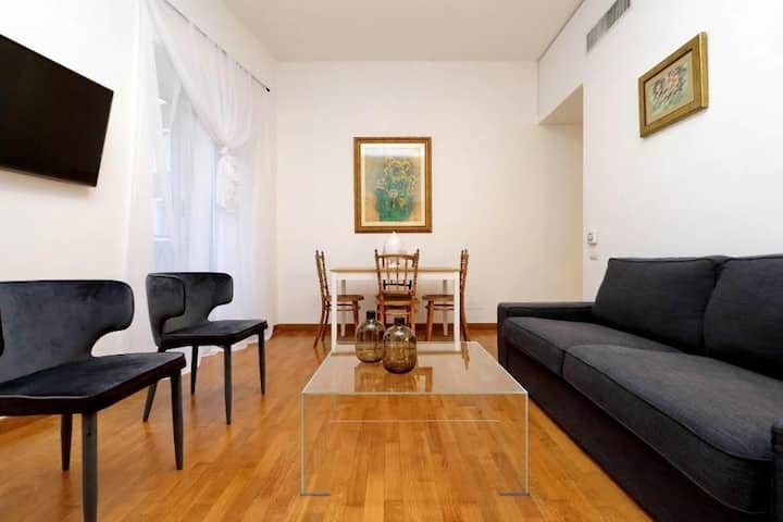 New, quiet & bright, close to Via del Corso 83242