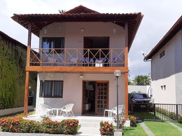 Casa com 4 suites à beira de Maria Farinha